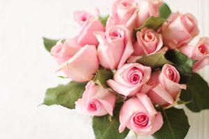 Jakie kwiaty dobrać do sukni w kolorze écru?
