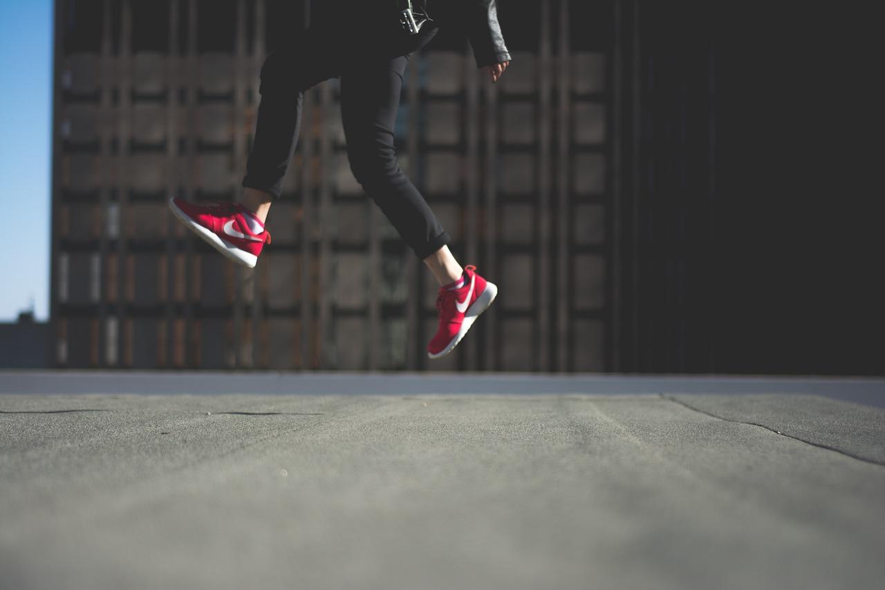 Nike, Adidas, New Balance – jakie modele butów sportowych damskich najchętniej wybierają kobiety?