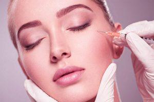 Skuteczny sposób walki z łysieniem – mezoterapia skóry głowy