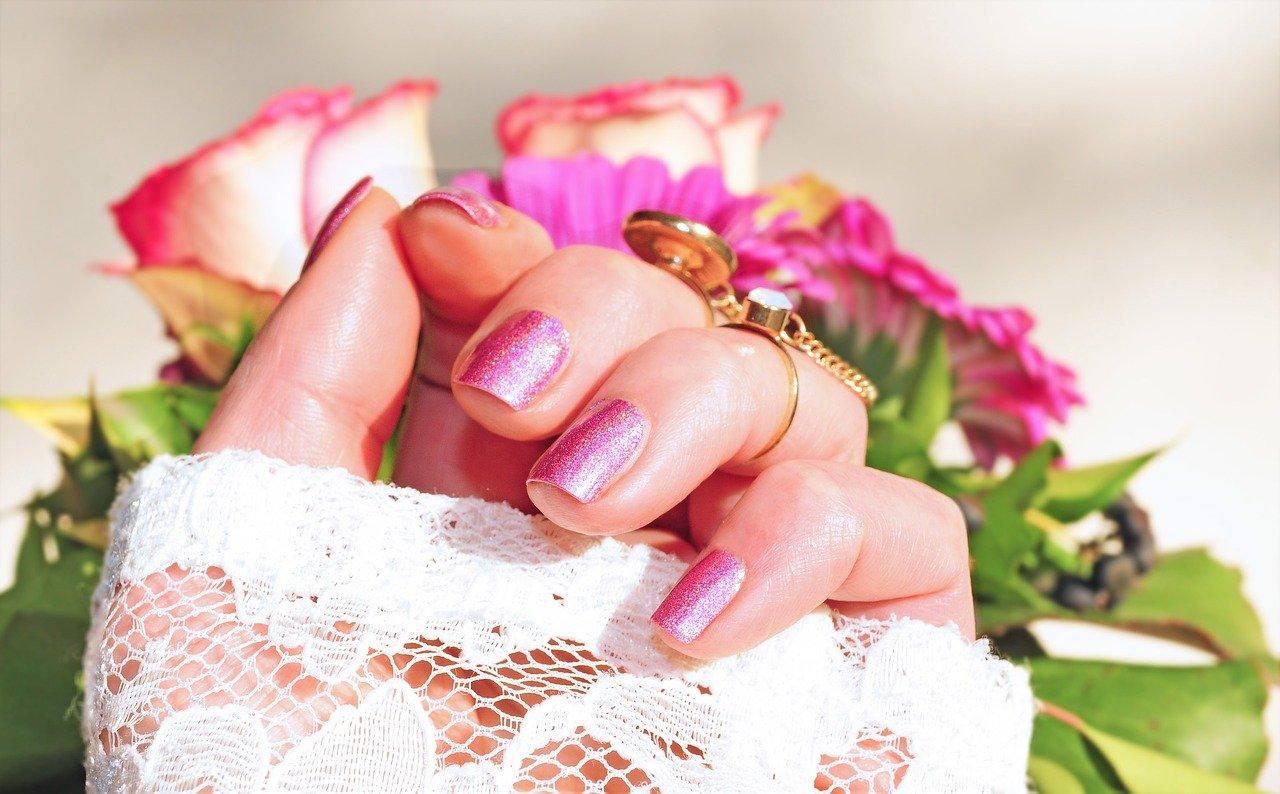 Manicure tytanowy – paznokcie tytanowe krok po kroku